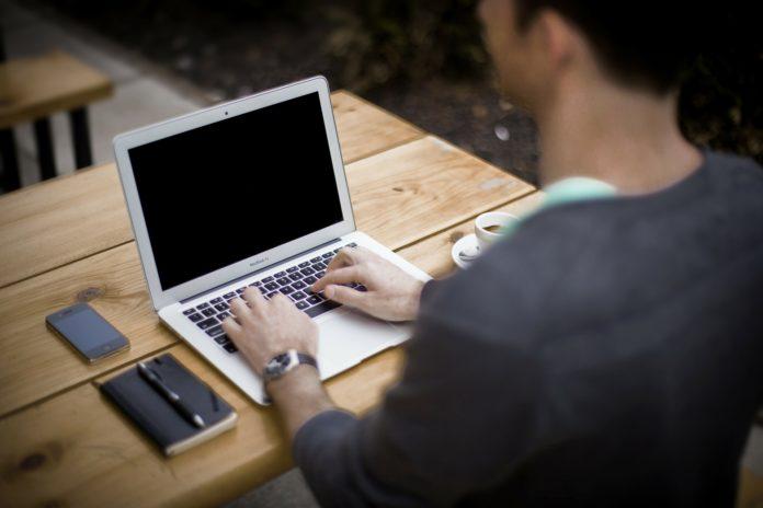 Praca w domu przez internet