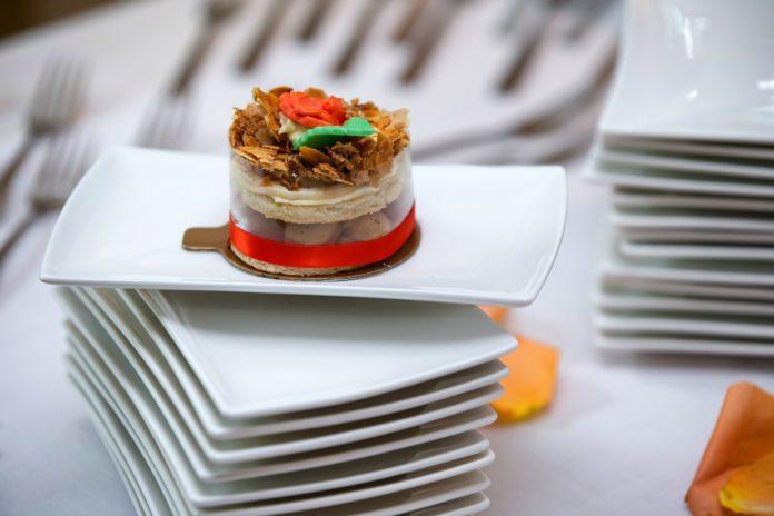Pomysł na biznes – pieczenie ciast i tortów na wesela