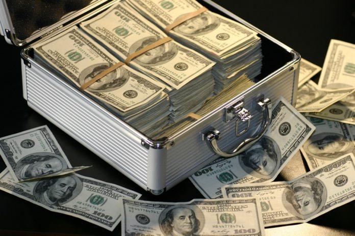 Skąd wziąć pieniądze? 5 najczęstszych mitów o sposobach pracy przez internet